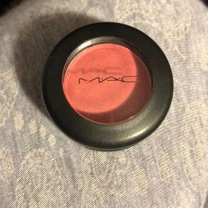 MAC sushi flower eye shadow